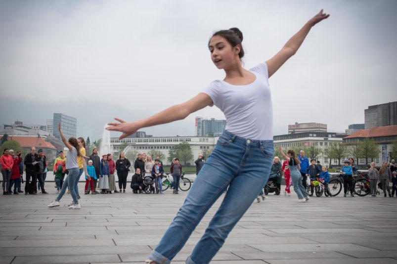 Foto: Knut Henrik Andersen. Fra Dansens dag, jazzdans 13-15 år fortsetter